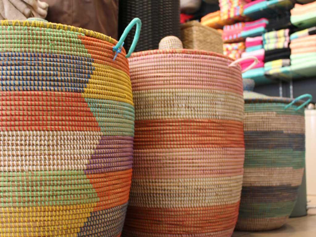 kleurrijke fairtrade manden
